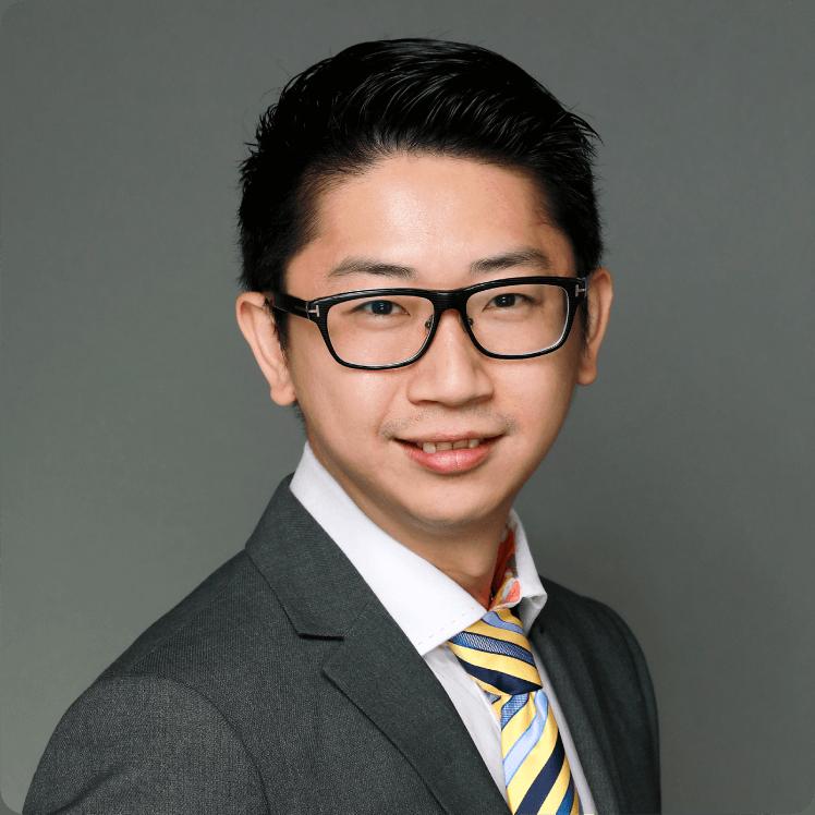 2000年畢業於加拿大商業電腦系及後2007年更取得澳洲卧龍崗大學資訊科技管理系碩士學位。他是一位連續企業家,在資訊科技應用,新零售,電子商務方案,媒體和數字營銷方面擁有18年的經驗和領域知識。曾帶領團隊完成多個上市公司項目。他還是多間初創公司和團體的客值導師和顧問。他是香港港匯扶輪社的創社副主席和StartHK的聯合創始人,致力於協助初創和中小型企業尋找商業模式和資金,使其成功衝出香港進入大灣區及東盟等地區。