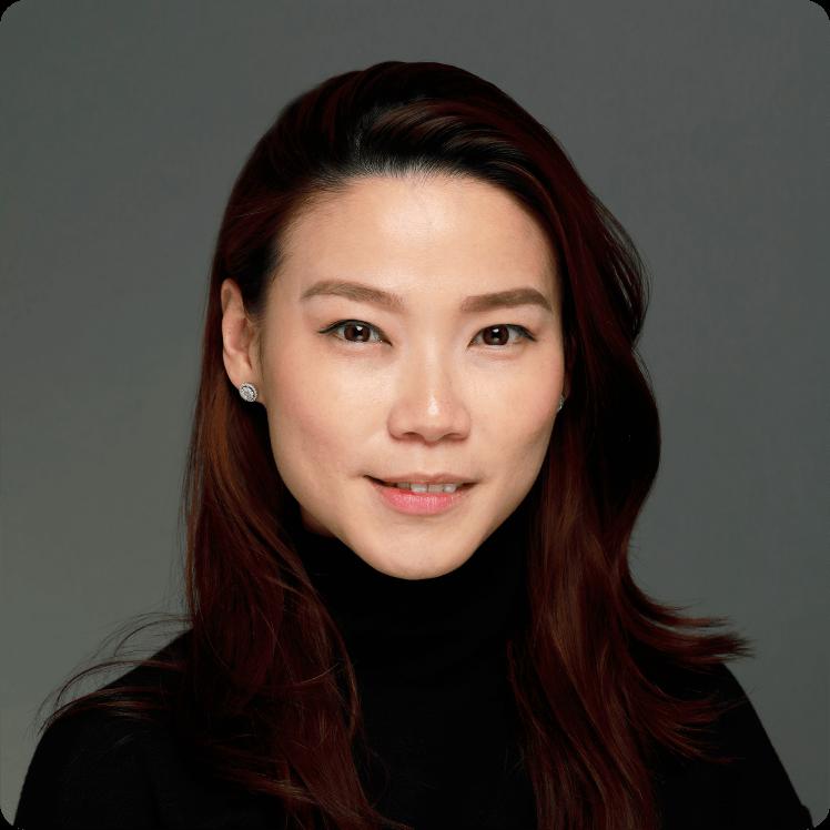 於2008年在馬來西亞取得執業資格,隨後在2014年執業於香港,專門從事商業交易及訴訟和商業合規事宜。她的專業經驗廣泛,曾任職國際知名製造商的法律顧問、美國《海外反貪污法》調查員及法律行業資訊專員等,目前以自己的專長協助中小企升級經營,為創業同路人排解疑難。Janice現為協同通信集團有限公司(1613),以及地產物業管理集團和私人資產管理公司的法律顧問。她在香港和東南亞地區法律、貿易和金融界別擁有豐富人脈,亦能為各種發展規模和階段的客戶就跨境業務、收購合併和香港主板及創業板上市等事宜提供具體而務實的建議。Janice能說流利英語、普通話、廣東話和馬拉語。