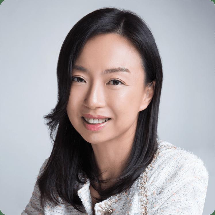 自2011年在美國完成E-Commerce 碩士學位回港定居後,於本地IT公司從事與digital communications有關的服務,提供品牌 ,形象設計,策劃PR活動以及O2O 的意念及製作等等。更於2016年香港創科局成立後,成為創科局第一任的政治助理,為香港的創科工作作出了寶貴的貢獻。任期完結後,在2019年尾和夥伴自立門户,開拓從事IT項目顧問的工作,為不同類型的公司提供發展意見,我們亦特別為初創公司或企業提供額外的支援,和建立關係網絡等服務,使到他們能更快的發展業務。同時亦伙拍了幾位IT界專業人士成立了Hong Kong Technology Advancement Group (HKtag),以促進本地科技創新及應用為宗旨。